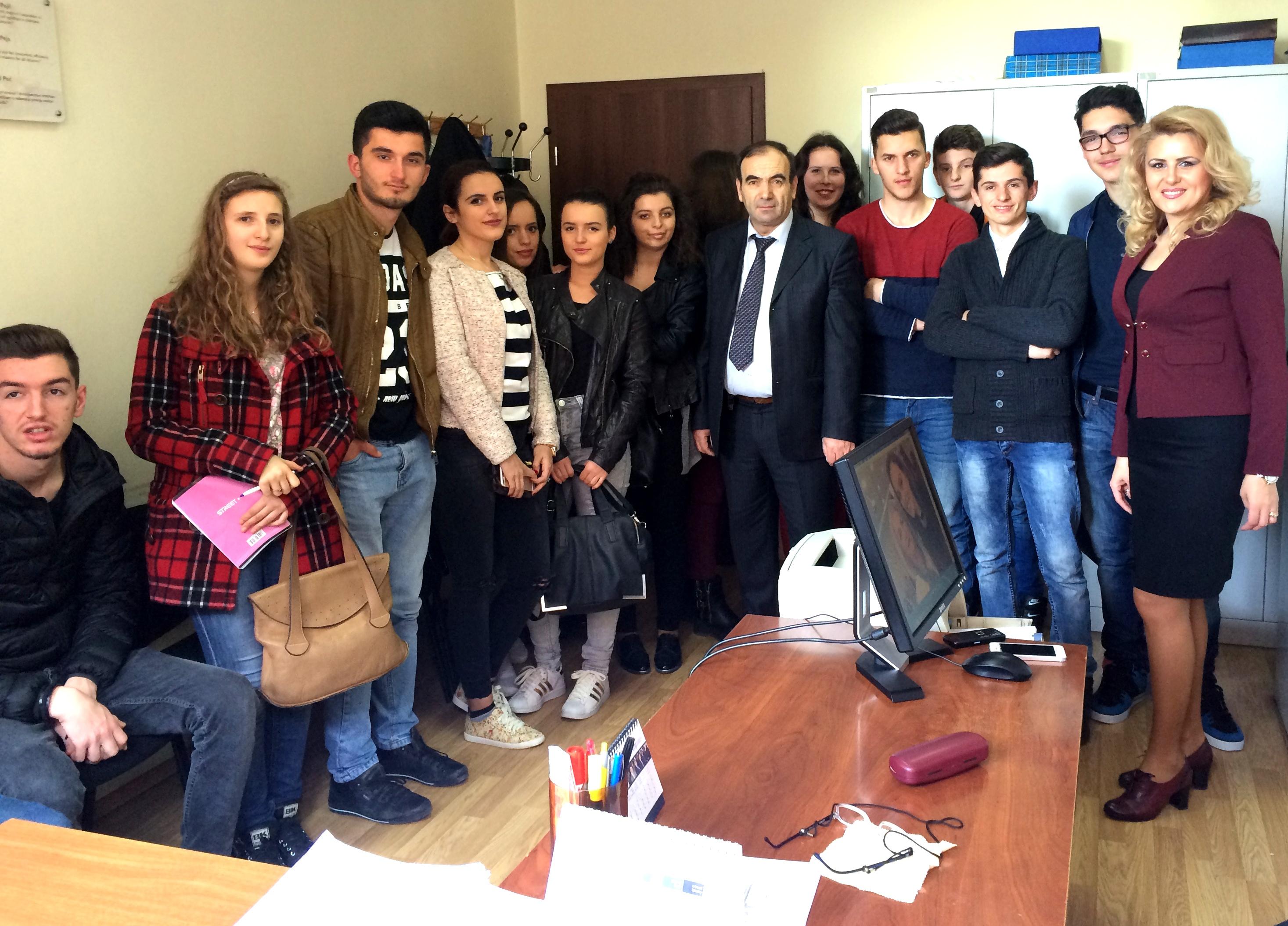 """Gjykaten Themelore në Pejë e vizituan një grup nxënësish nga shkolla e mesme """"Ali Hadri"""" -Pejë"""