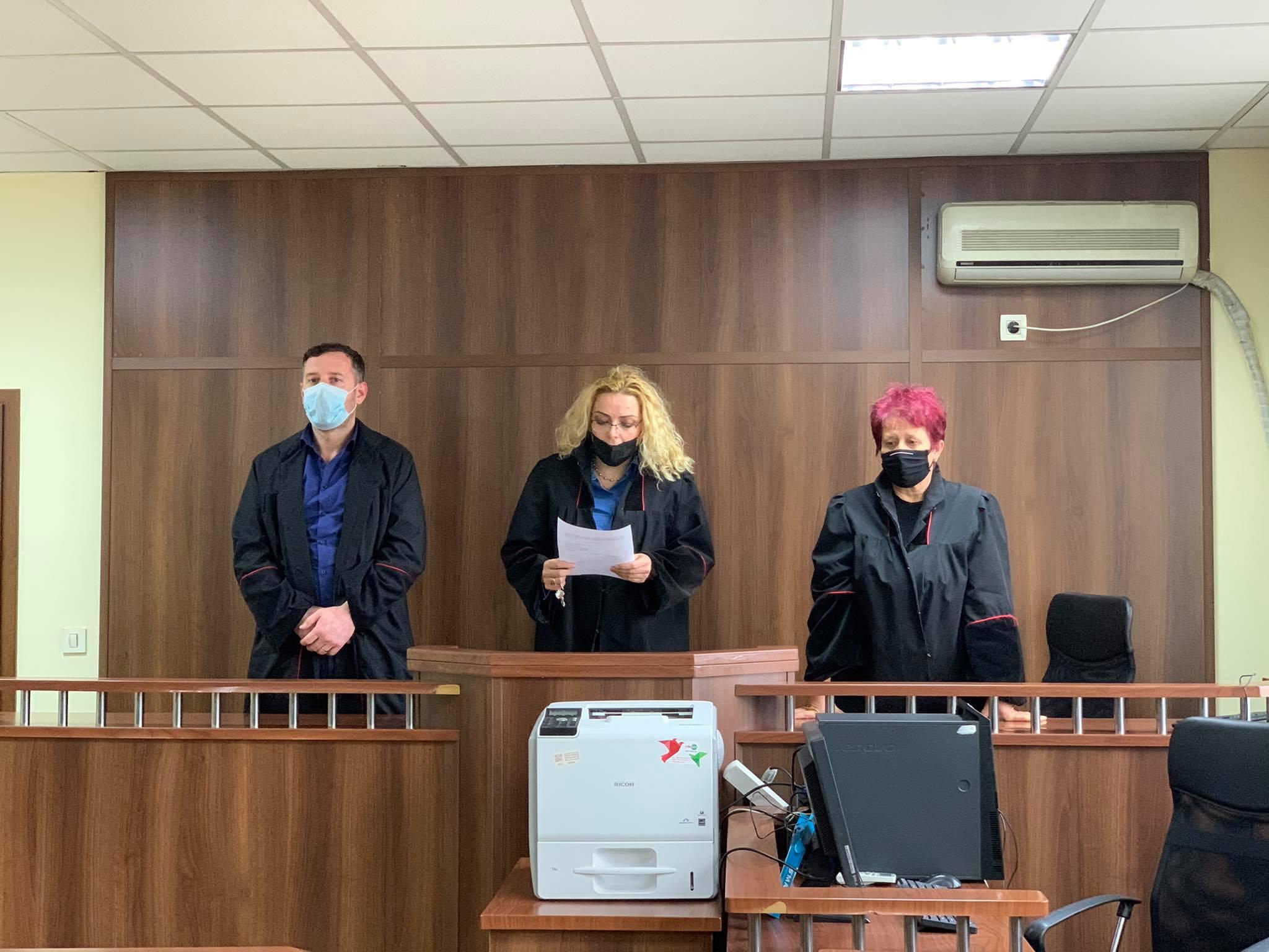 Dënim me burg ndaj të pandehurit K.B për vepër penale mbajtja në pronësi, kontroll apo posedim të paautorizuar të armëve