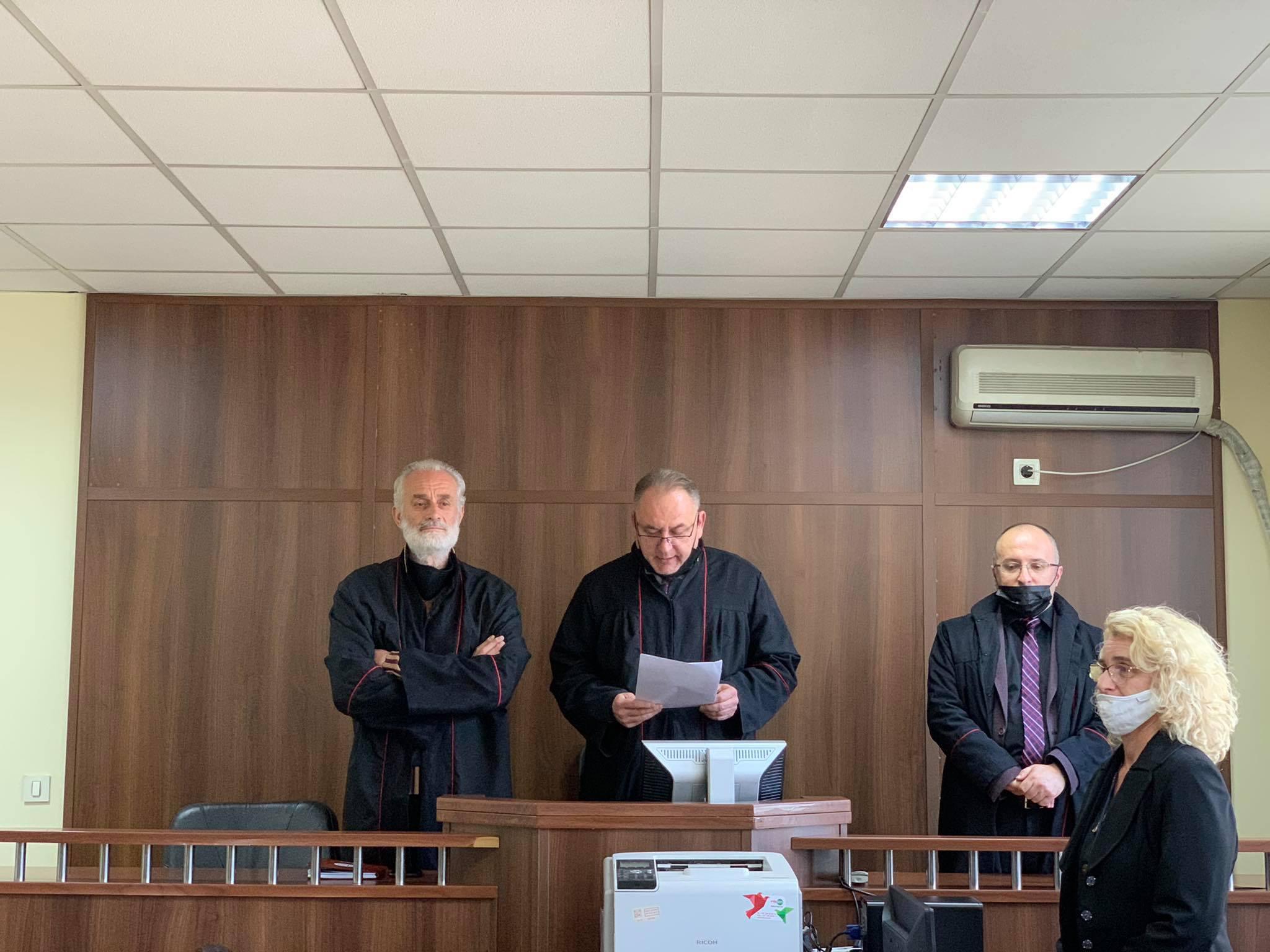 Dënim me burg dhe gjobë ndaj të pandehurit F.L për vrasje në tentativë dhe dënim me gjobë ndaj të pandehurit D.L për sulm